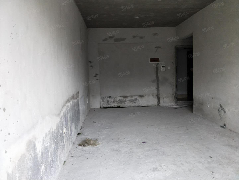 国际新城毛坯一房一厅带露台几十平米底价出售