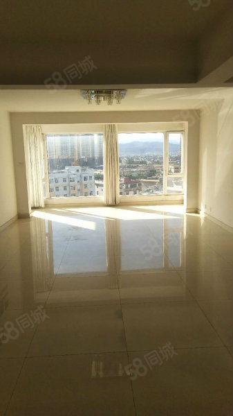 兰苑洋房,大平层,双阳台,两个大卧室。