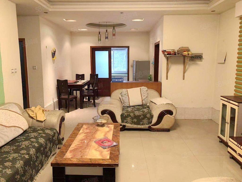 房东急需用钱19.8万清水套二,户型方正,周边配套完善。
