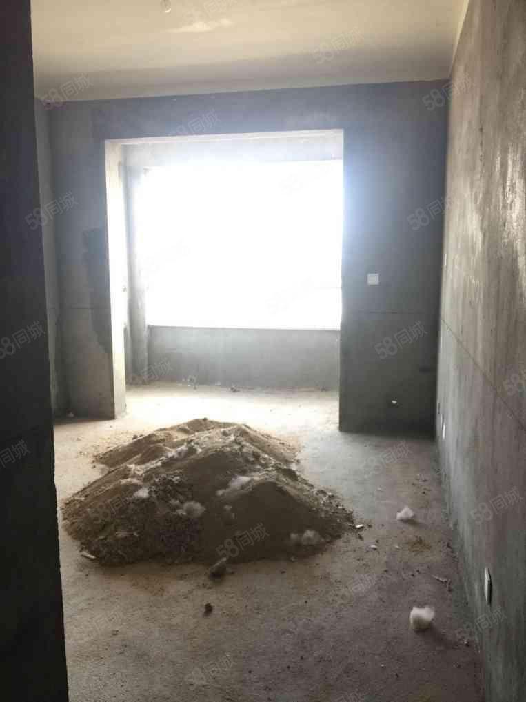 天鹏皇朝毛坯两房,中间楼层,有证满两年可分期
