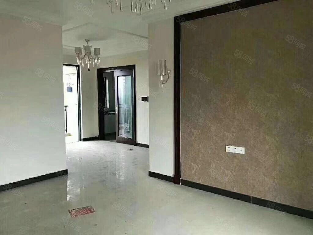 恒大城电梯高层101方三房两厅,精装,售价73.8万。