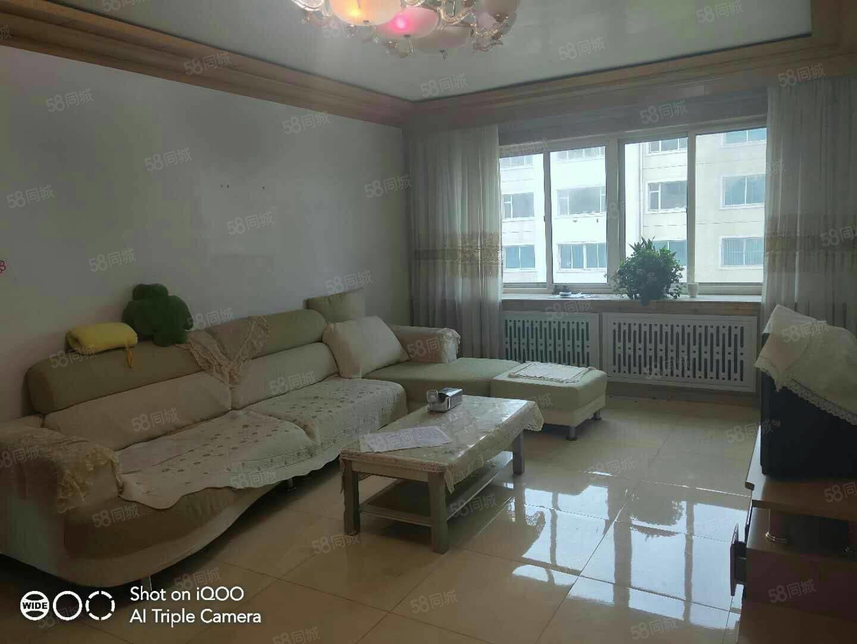 急售泰安小区4楼106平3室2卫.4400一平就一套毛坯价