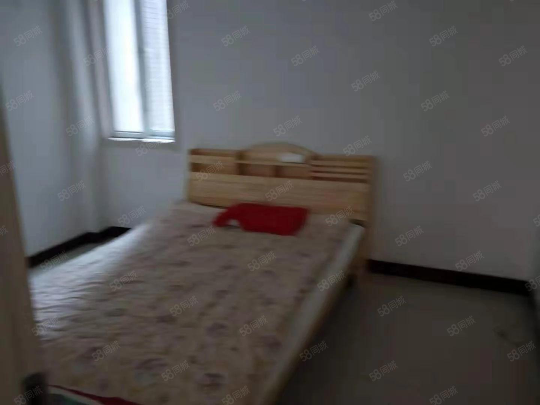 教育二区一楼空调电视家具齐全三张床有储车位