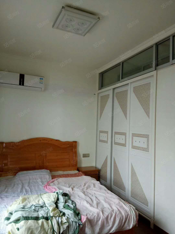泸县福蟾滨城26楼三室两厅一卫带花园急租