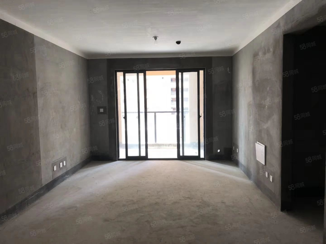 南湖旁翡翠庄园三房南北通透客厅和卧室阳台是通的采光好