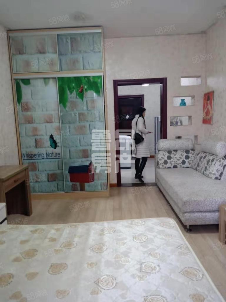 双发城市广场精装一室一厅带家具家电拎包入住停车方便出脚好可看