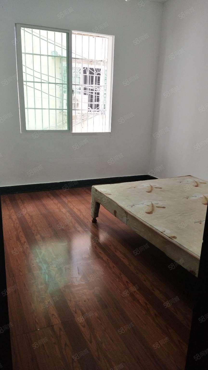 铜仁市民政局旁3房出租,步梯2楼