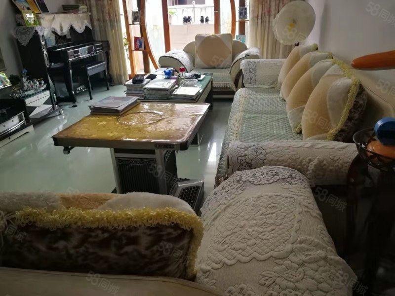 房東急需用錢,便宜出售石板街三室一套房老證134.0平精裝修