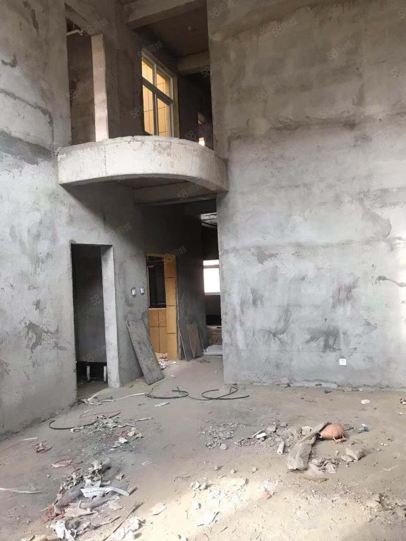 万象新城别墅总价128.5万一手手续可分批一楼带院带车库