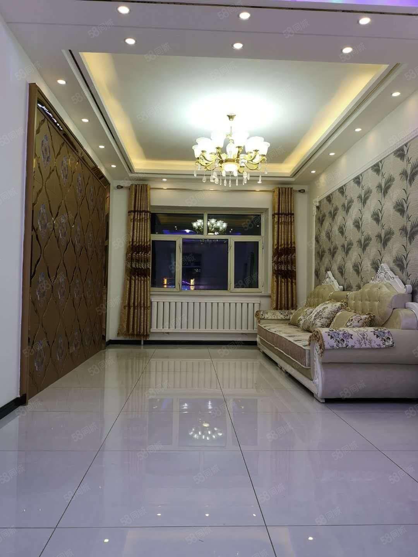 龙南小区正五楼82平米,零分摊,相当于95平米,42.8万。