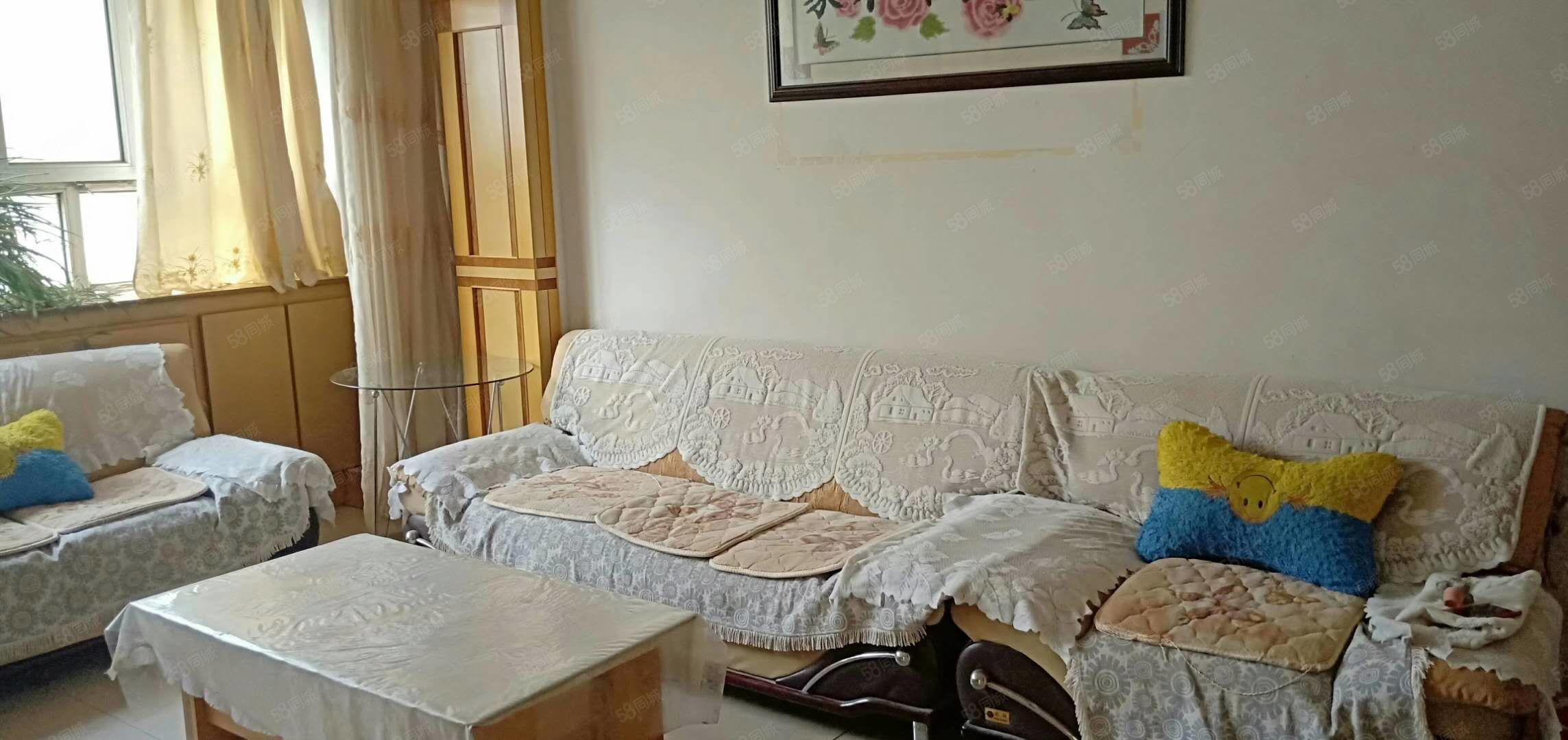 天山小區3樓兩室兩廳家具家電齊全拎包入住
