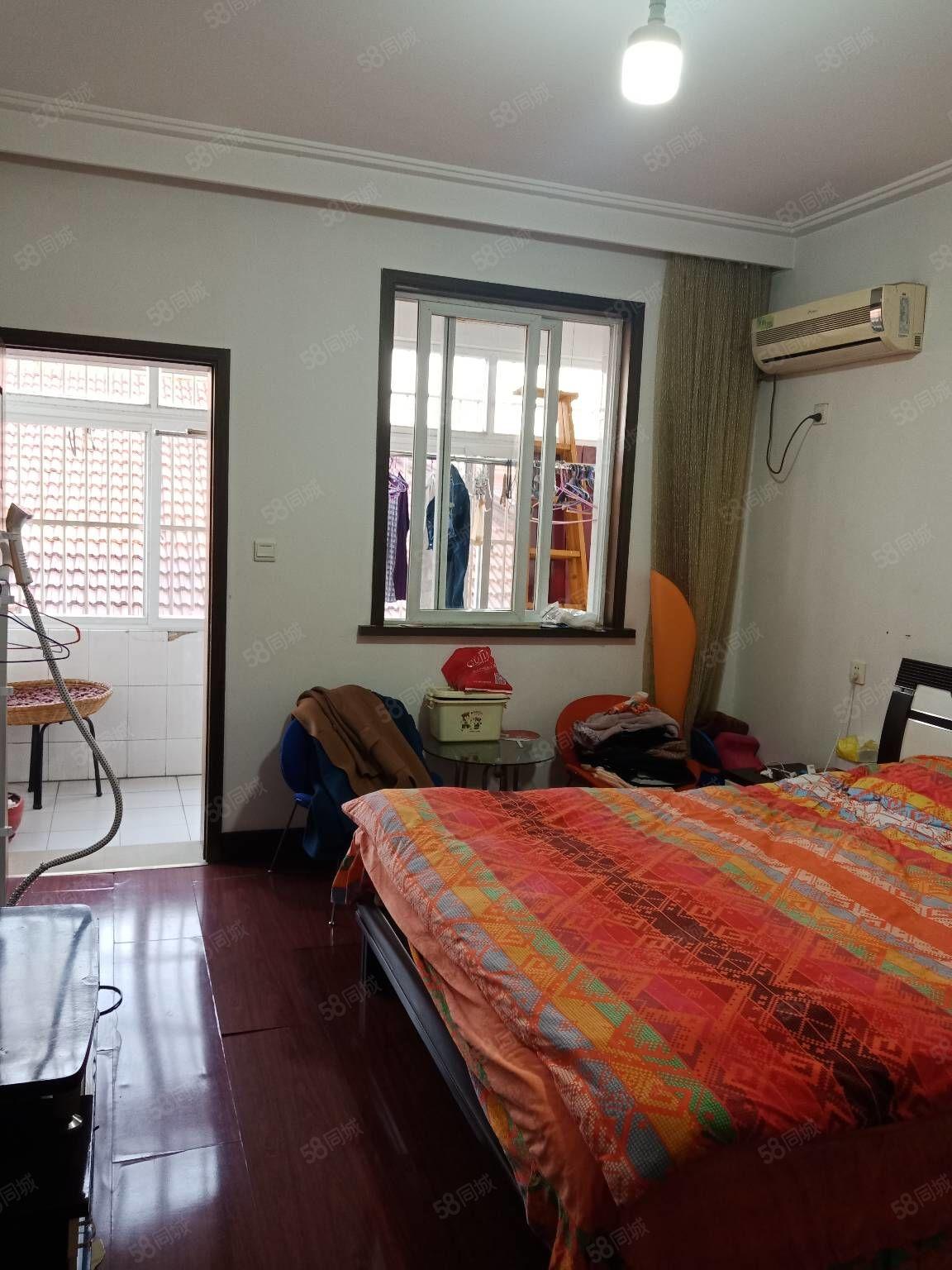 美人鱼旁市一中3楼145平方3室2厅2卫精装修