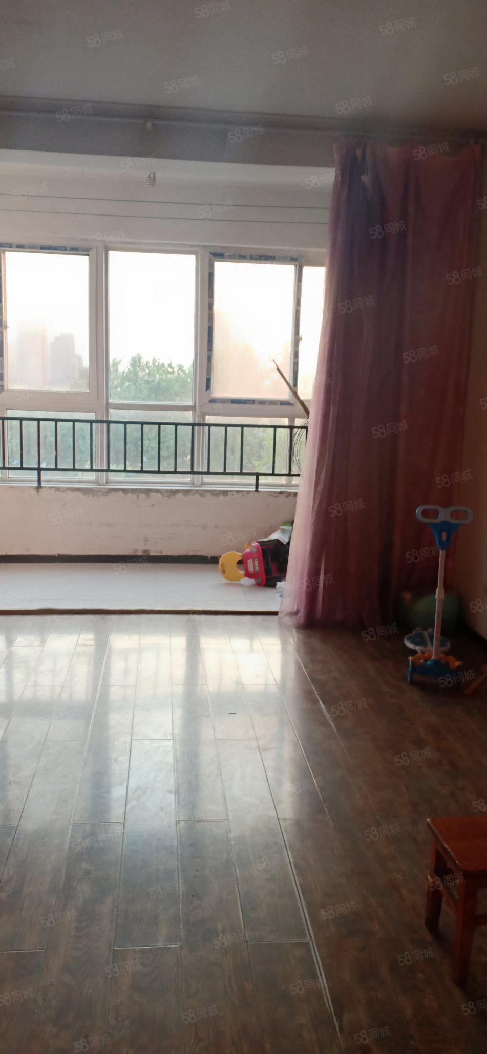 淞江芳园西区5楼89.8平47万简单装修47万带中央空调