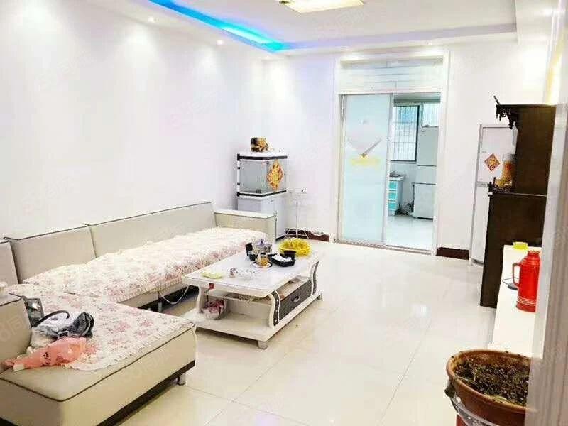 金色华府简装修拎包入住1300一个月三室紧靠大润发
