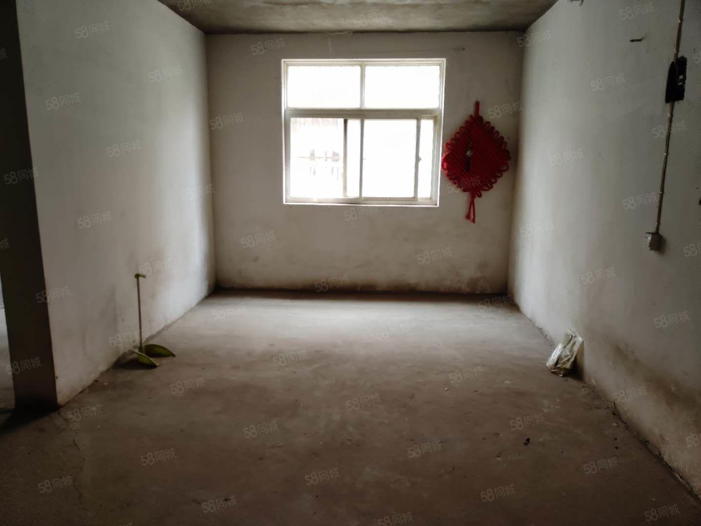 新艺花城,带花园一楼,毛坯房,可随意装修,看房方便