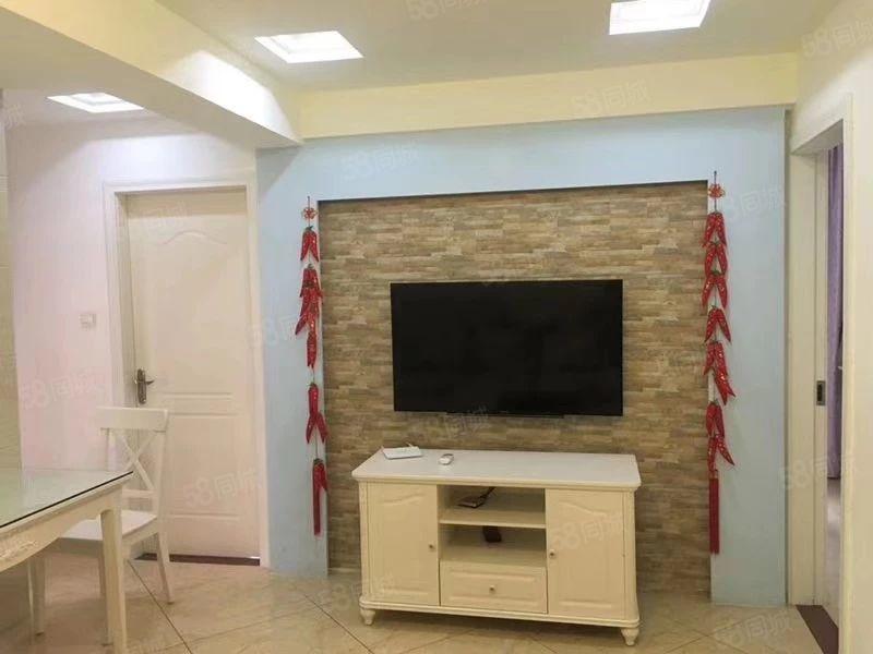 紫金财富中心小户型出售,电梯高层,含家具家电拎包入住。