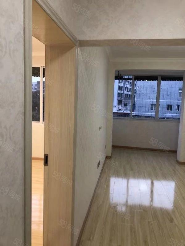 月波街3楼简装2室看房方便有?#30733;? /><p><span class=