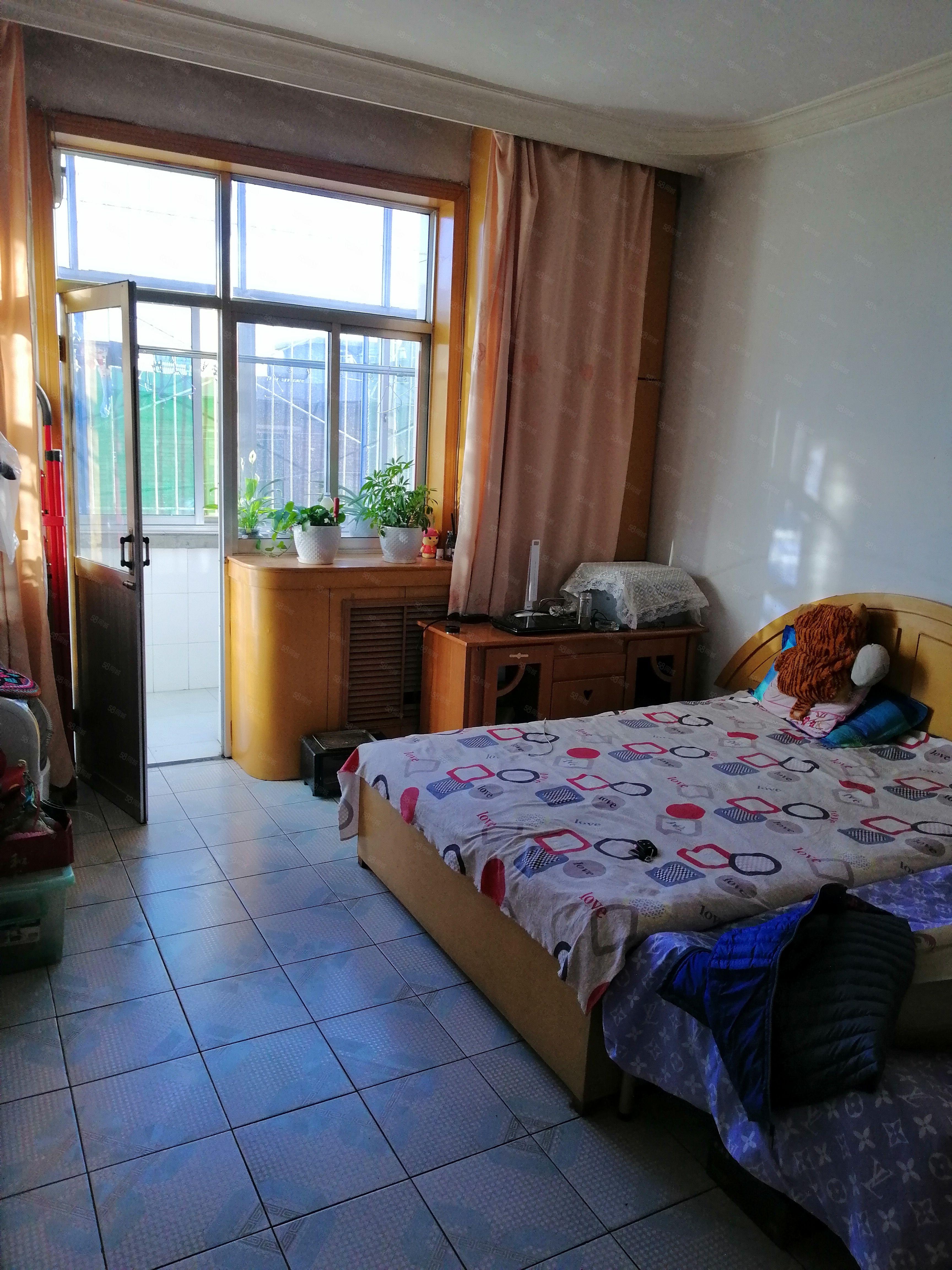 出租大华美附近中等装修二层现房,生活设施齐全,室内干净舒适