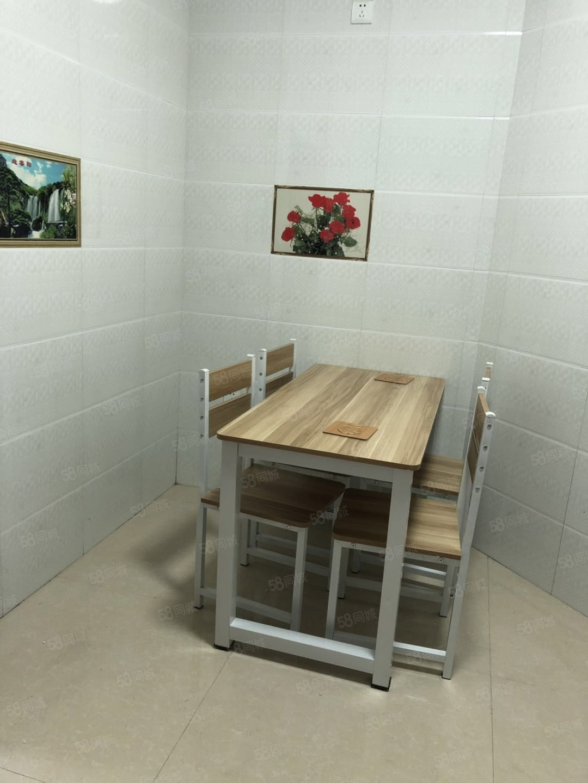温泉对面3楼精装3室首次出租家具电器全新