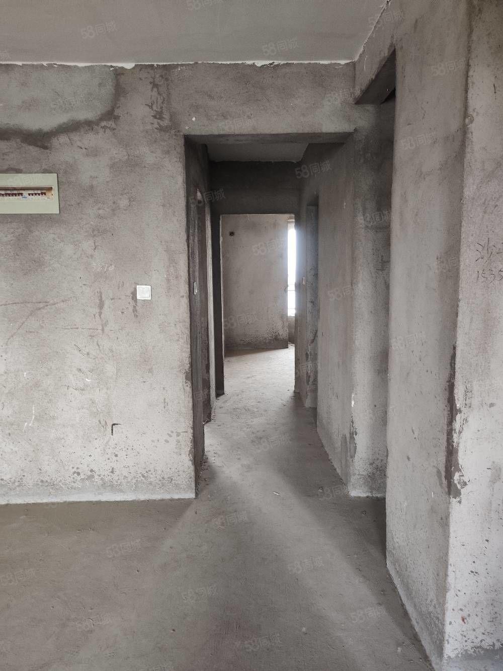 出售御景龍灣電梯14樓毛坯房三室105平63萬相中可談