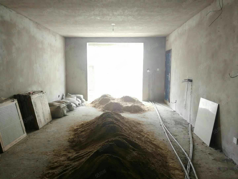 阳光澜岸,直降两万手续齐全,送储藏室,送沙子可以按揭公积金