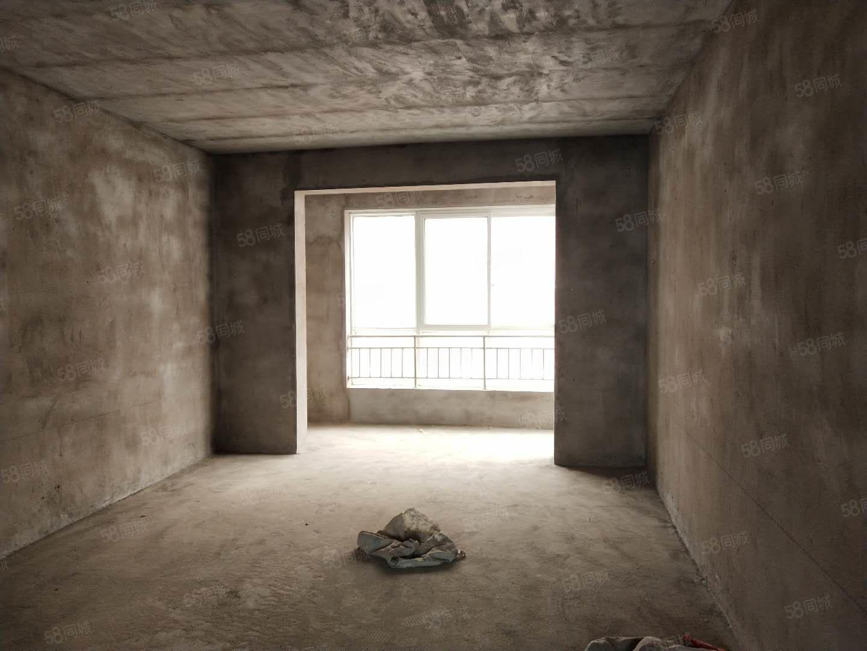 机场路新苑小区大三室中间楼层两卫大产权可贷款