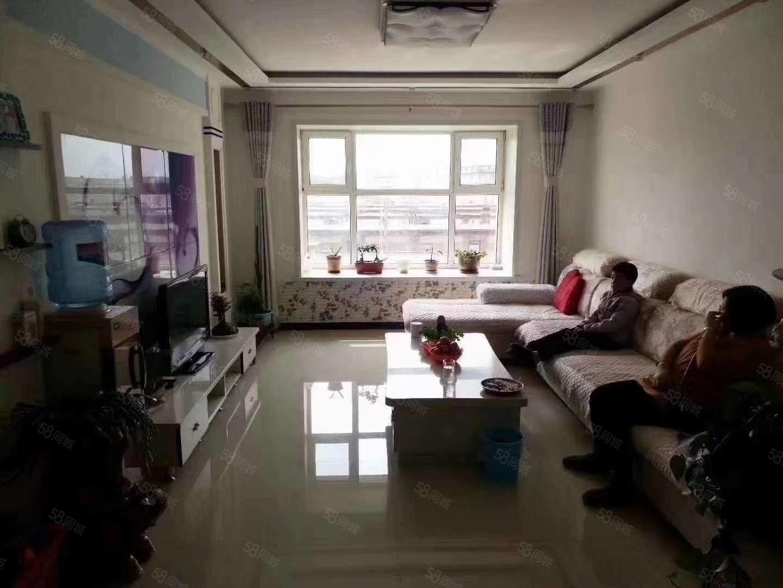金丰家园3楼精装修小区环境优雅地理位置优越