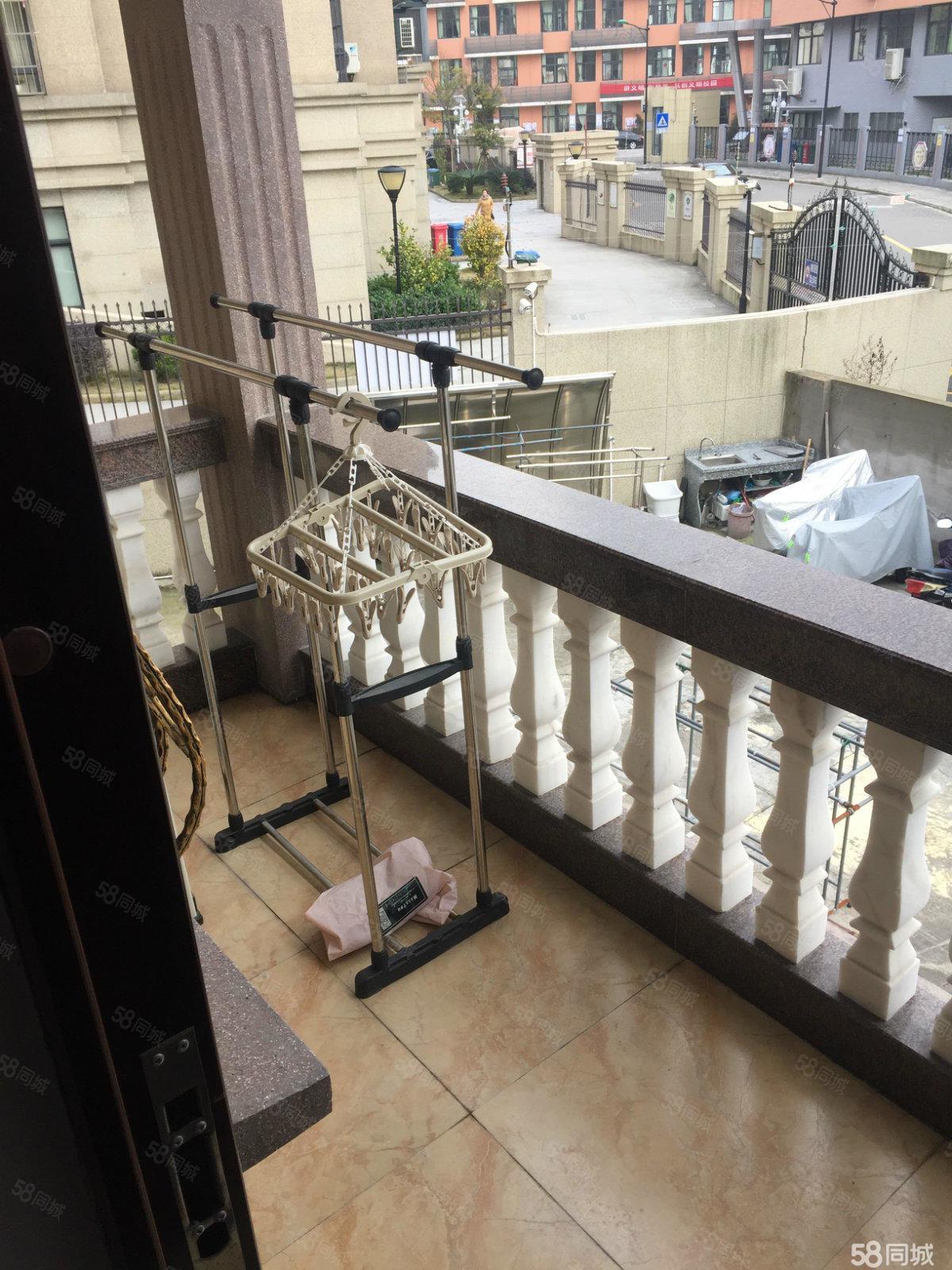 雪区房城东小学旁单间有厨房阳台拎包入住