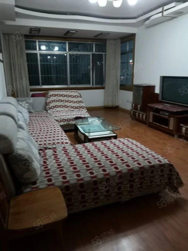出租龙里小街园三楼精装3室2厅1厨1卫家具齐全租金1500