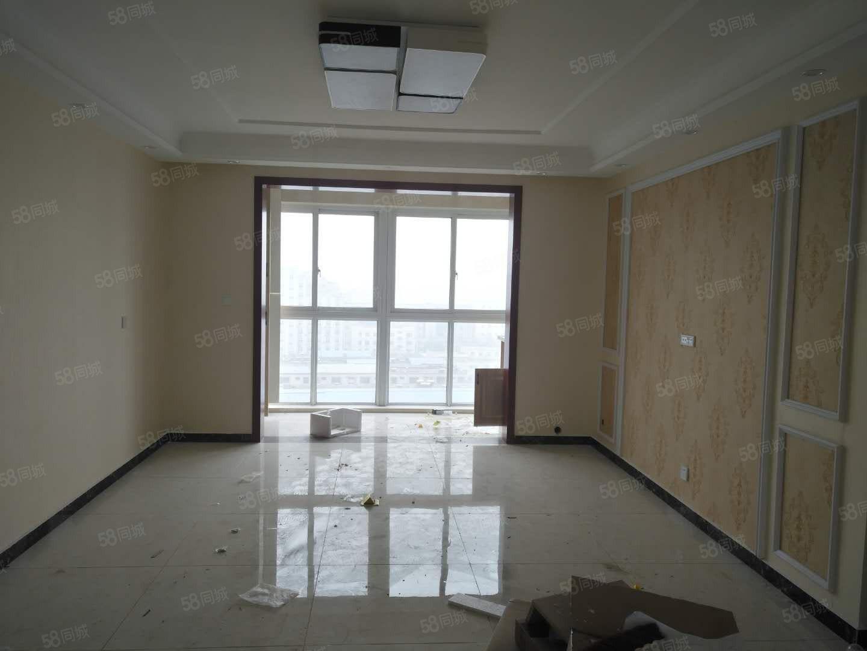 八一路盈辉家园新房没有住过人带两个大阳台户型非常好
