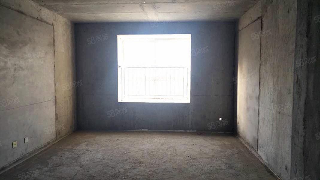 世纪大道渭滨苑对面河南街小区三室两厅两卫毛坯称心出售