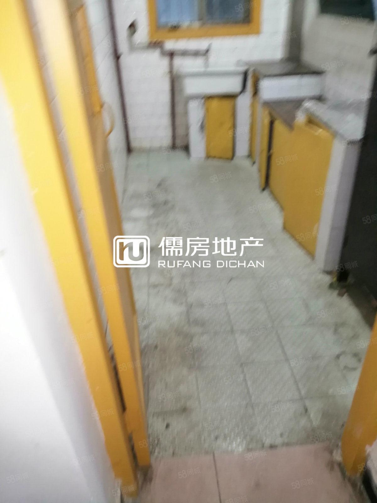整租江州广场附近2室1厅简单装潢一楼看中面议