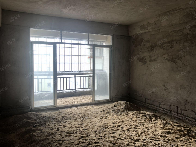 城南電梯四房,僅賣6200一平方,首付低。