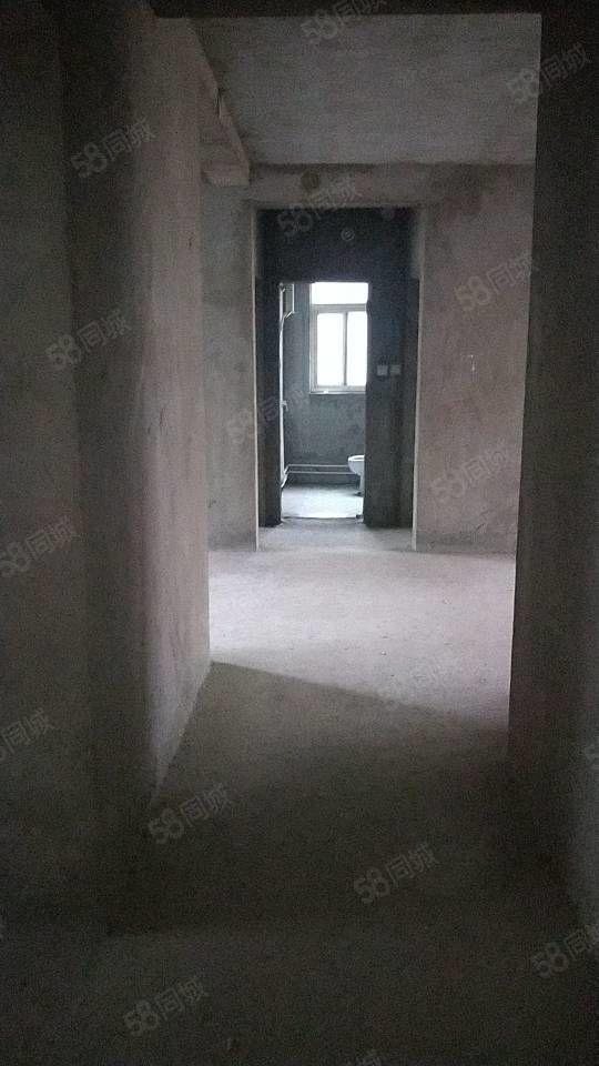 凤凰城多层2楼3室2厅毛坯户型合理南北通透