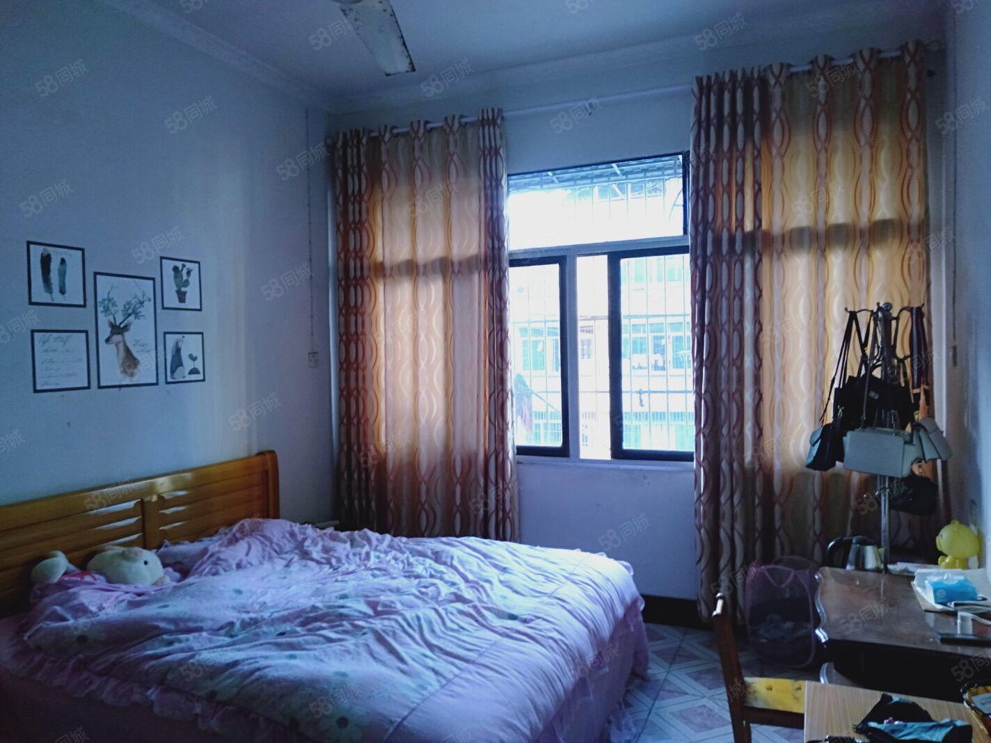 状元街3楼1室1厅1卫50平米随时看房入住