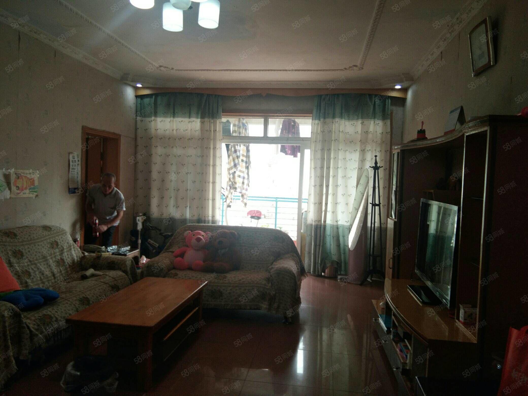 三环路街面小区电梯房,首付20万买标准5室,适合大家庭居住
