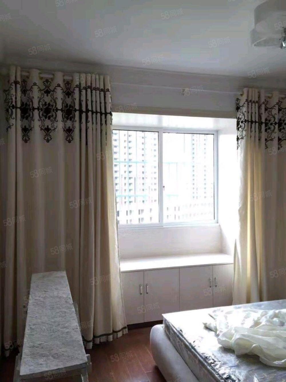 金龙豪城3室2厅2卫60.8万关门出售