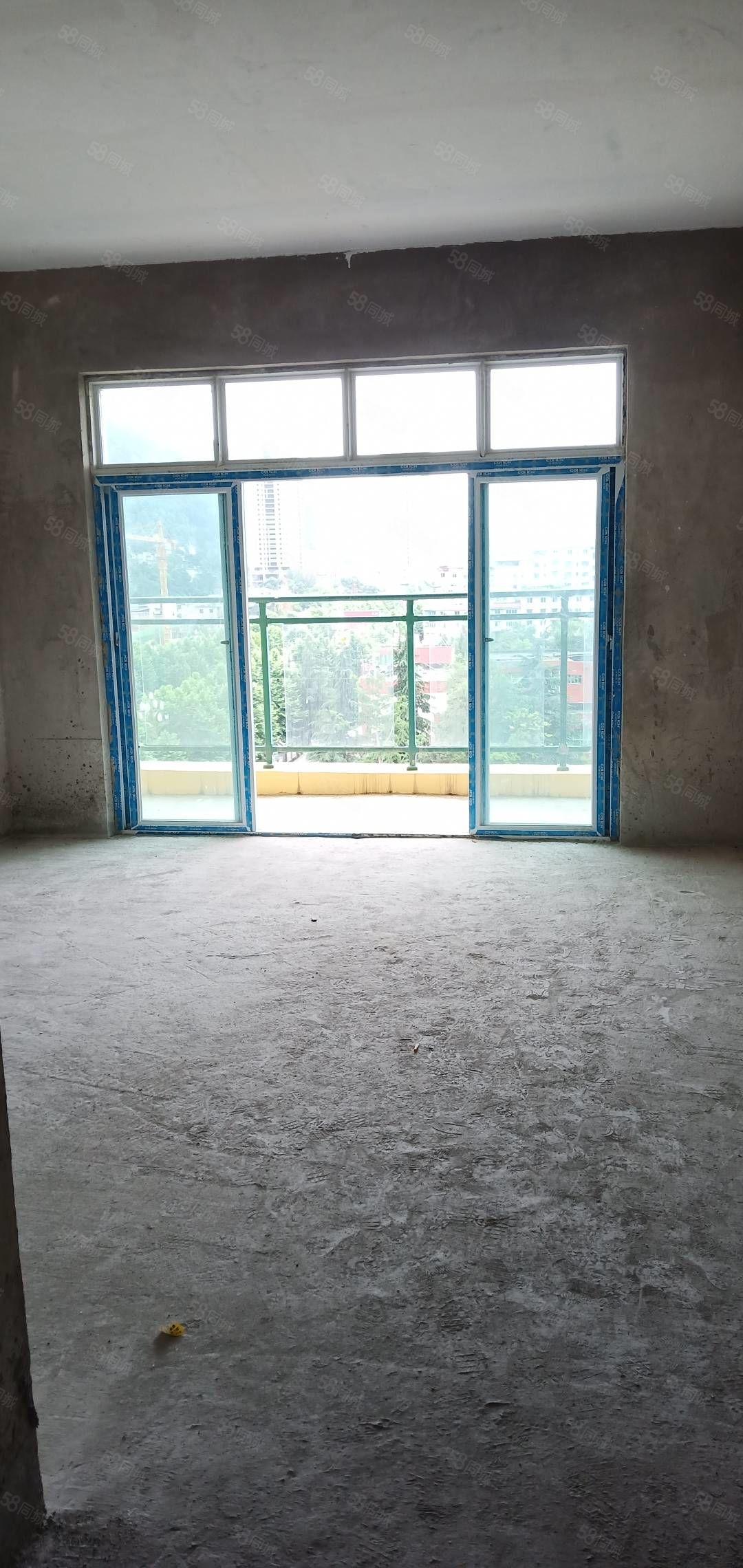 一中电梯楼,三室两厅一卫,阳台朝广场