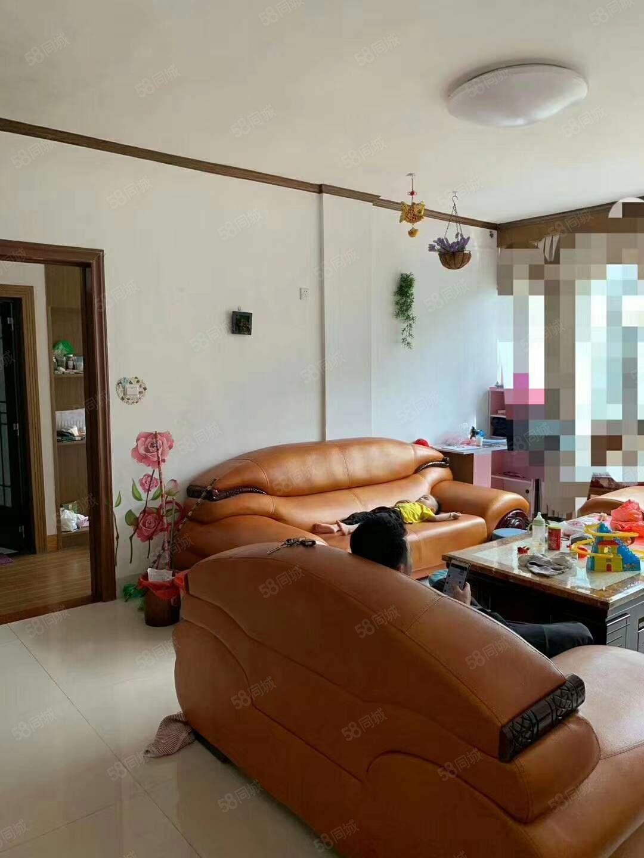 第二實小套房出售三房兩廳兩衛一陽臺,樓梯中層,帶部分家具家
