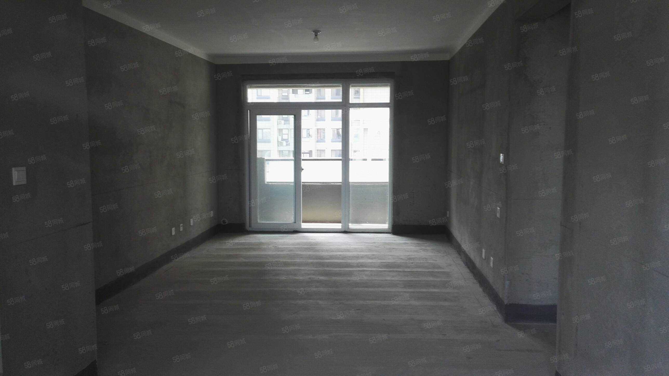 高鐵站旁建業十八城3室2廳毛坯有證可按揭雙陽臺