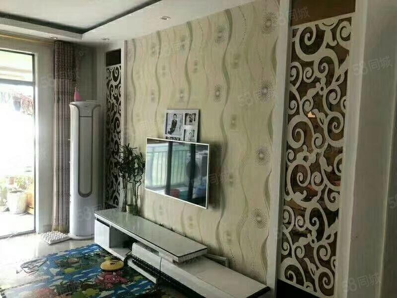 出售黄��海岸10楼85平,2室2厅精装修,拎包入住有证可分期
