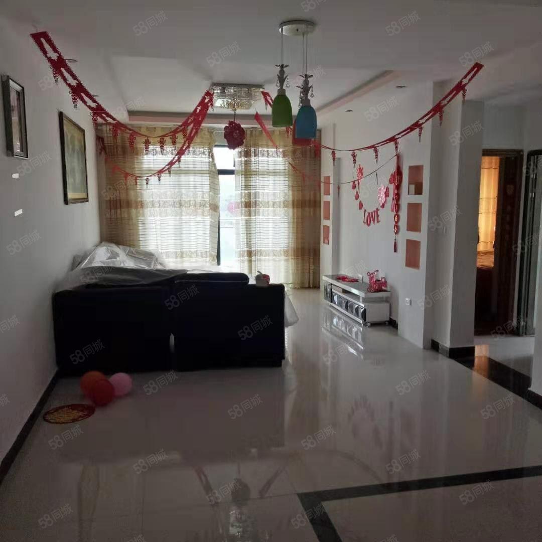 出租龙里龙馨园精装修3室2厅家具齐全租金1300元