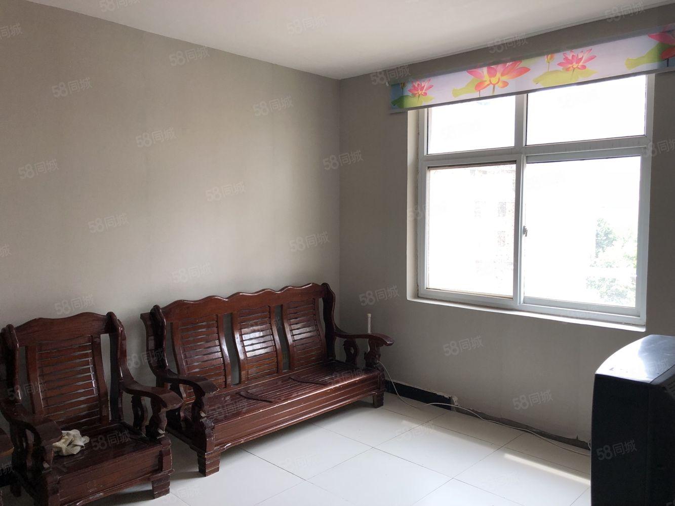 闊占社區步梯五樓一室一廳一廚一衛新貼壁紙拎包入住年租7200
