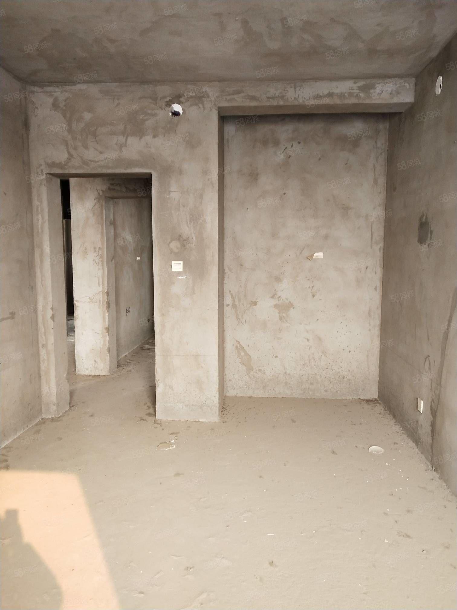 水木青城五楼非顶毛坯两室两厅急售可贷款
