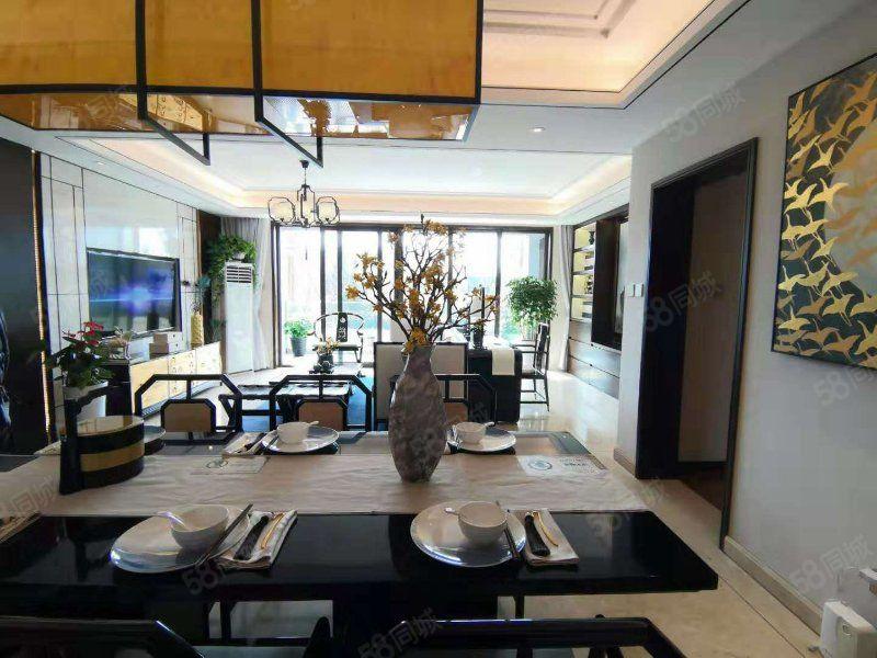 豪华套房,大面积卫浴间衣帽间,配置低台窗,室内外美景交融。