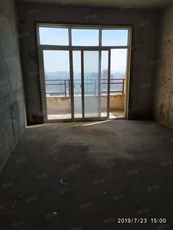 卡斯迪亞出售兩室毛坯電梯房,戶型方正,周邊環境優美設施齊全