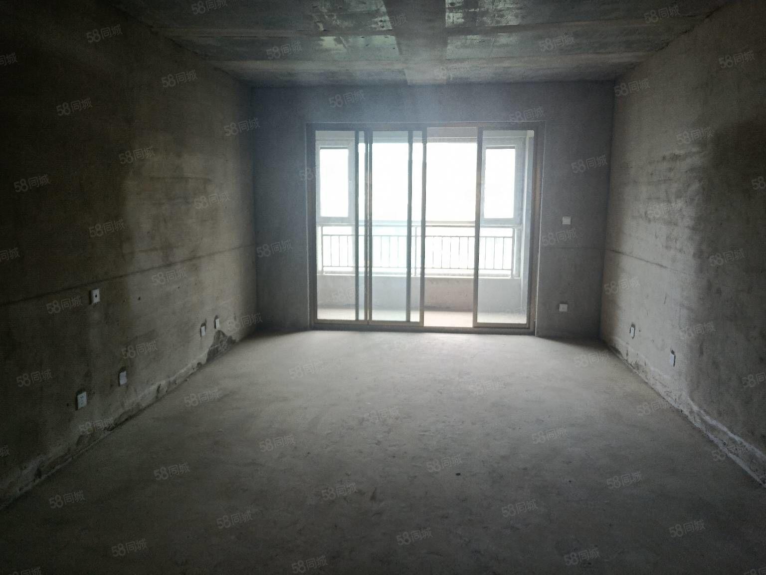 百益B區8號中層低于市場價三室兩明衛