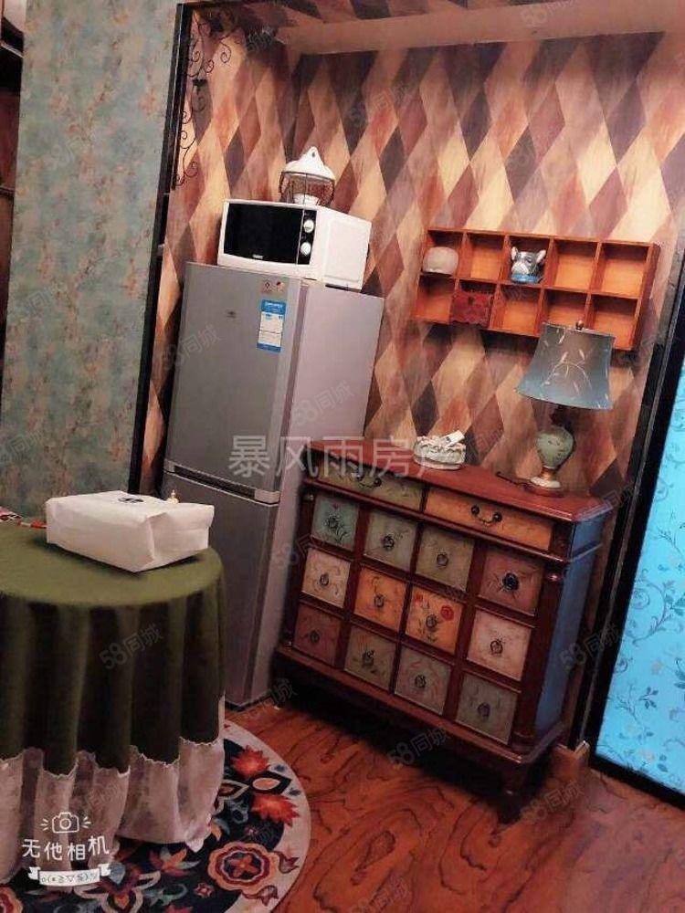 出租锦绣公馆精装一室800一个月家具家电齐全拎包入住