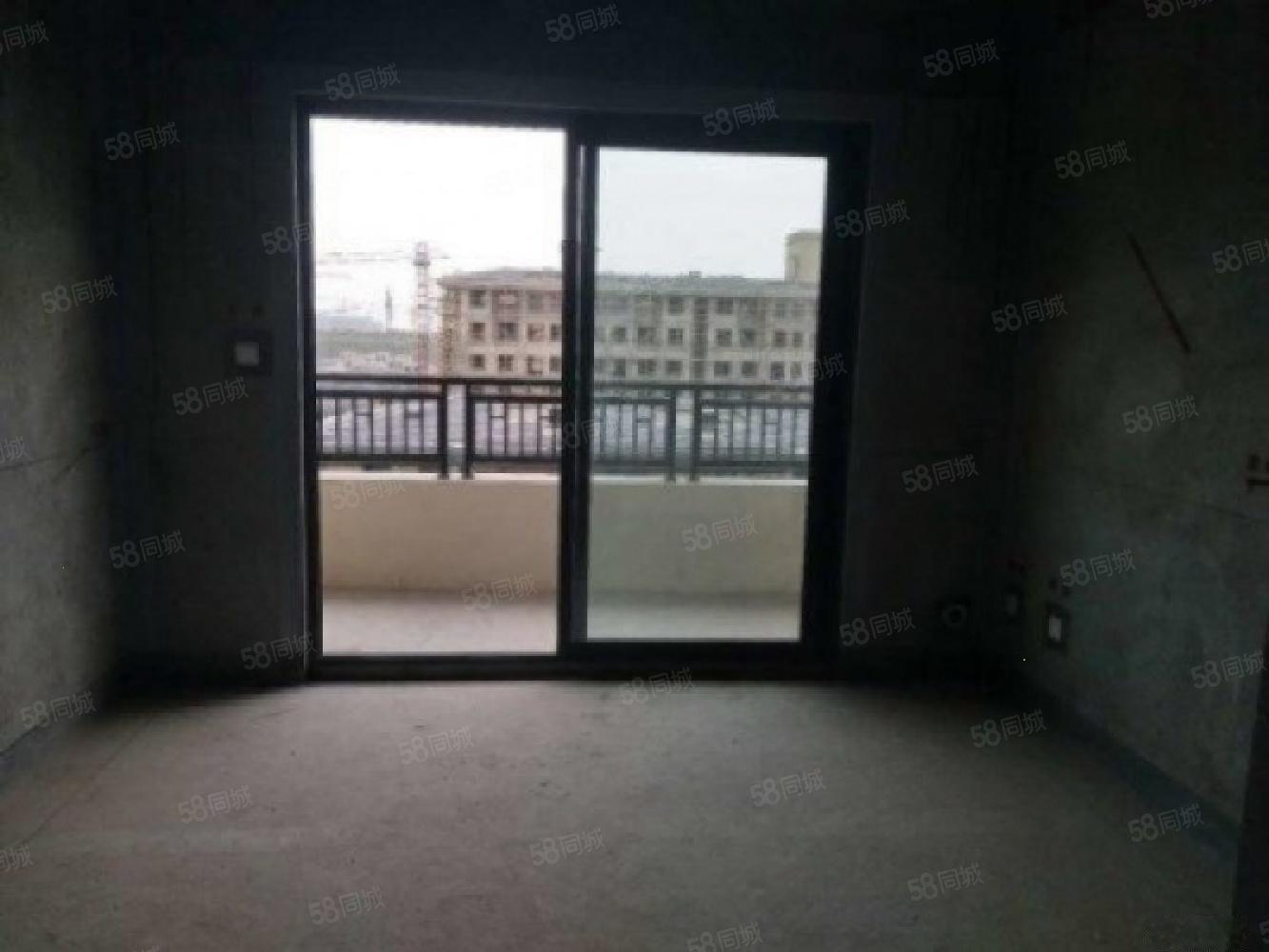 南港CBD绿地香湖湾130平平层洋房送大露台直接网签