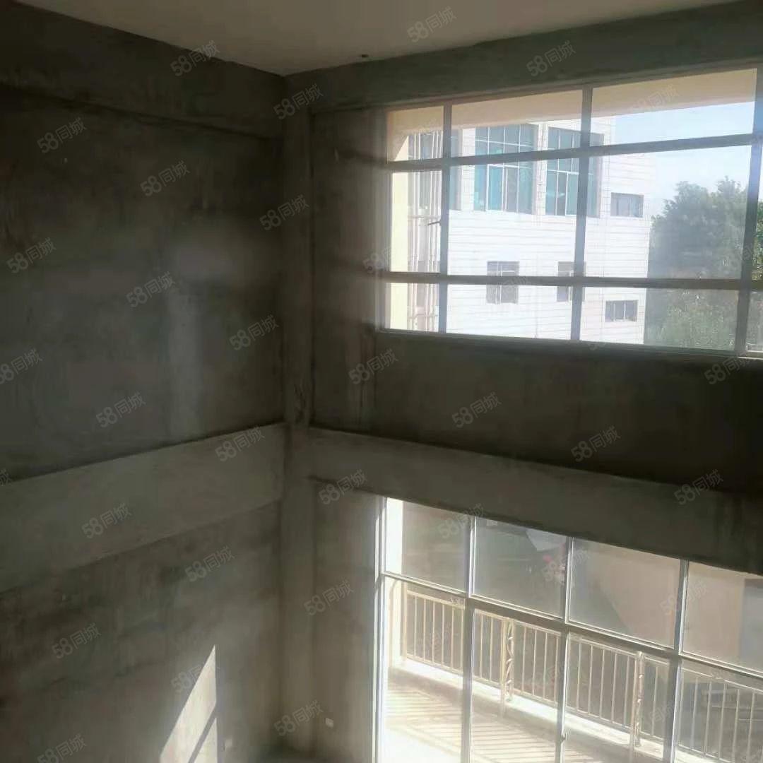群兴园复式楼带车库(有产权)客厅中空设计观景餐厅